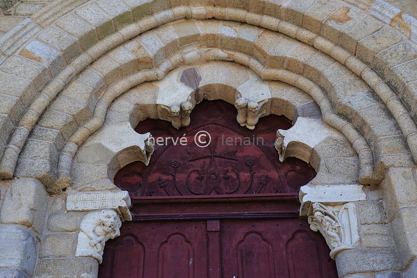 France, Corrèze (19), Vigeois, abbatiale Saint-Pierre, le portail nord polylobé // France, Correze, Vigeois, Saint Pierre abbey church, the door