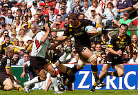 Twickenham, GREAT BRITAIN, 2004 Heineken Cup Final. Simon Shaw, hands off Yann Delaigue, during the  London London Wasps v Toulouse, final at Twickenham on  23/05/2004  [Credit Peter Spurrier/Intersport Images].   [Mandatory Credit, Peter Spurier/ Intersport Images].