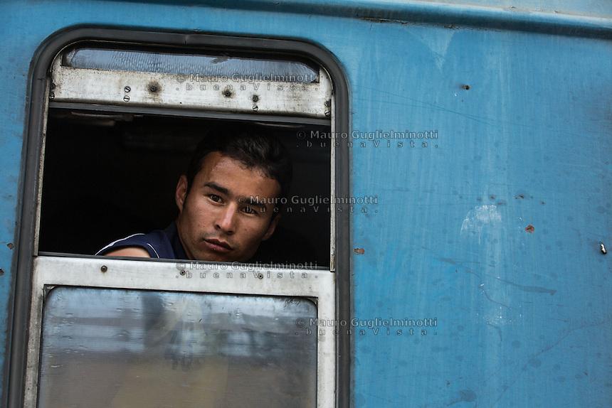 Un migrante guarda dal finestrino del treno <br /> A migrant looking from the train window
