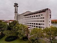 Ejendommen er den mest i&oslash;jnefaldende bygning p&aring; Borups All&eacute;, opf&oslash;rt i 1959, som telefoncentral for KTAS. T&aring;rnet p&aring; ejendommen er ca. 80 meter h&oslash;jt og er oprindeligt opf&oslash;rt for at forbinde K&oslash;benhavn og &Aring;r-hus via tv- og telefonradiok&aelig;der.<br /> <br /> Der blev opf&oslash;rt 7 t&aring;rne p&aring; forskellige lokationer, s&aring; k&aelig;den via mikrob&oslash;lgefrekvens linkparaboler kunne &quot;se&quot; hinanden, punkt til punkt - startende fra Telefonhuset i K&oslash;benhavn. T&aring;rnene blev opf&oslash;rt for og drevet af Post- &amp; Telegrafv&aelig;senet (P&amp;T, Tele Danmark, i dag TDC), og knudepunktet var netop Telefonhuset p&aring; Borups All&eacute;.<br /> I ejendommen findes over 600.000 kabler, og er et af Europas st&oslash;rste krydsfelter for data- og tele-kommunikation. Foto: Jens Panduro.