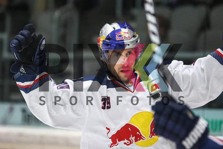 Francois Methot (EHC Muenchen), Torjubel nach seinem Treffer zum 1:1 Ausgleich,<br /> <br /> Eishockey, DEL, Augsburger Panther vs. EHC RB M&uuml;nchen, 49. Spieltag, Saison 2014/15, 20.02.2015<br /> <br /> Foto &copy; P-I-X.org *** Foto ist honorarpflichtig! *** Auf Anfrage in hoeherer Qualitaet/Aufloesung. Belegexemplar erbeten. Veroeffentlichung ausschliesslich fuer journalistisch-publizistische Zwecke. For editorial use only.
