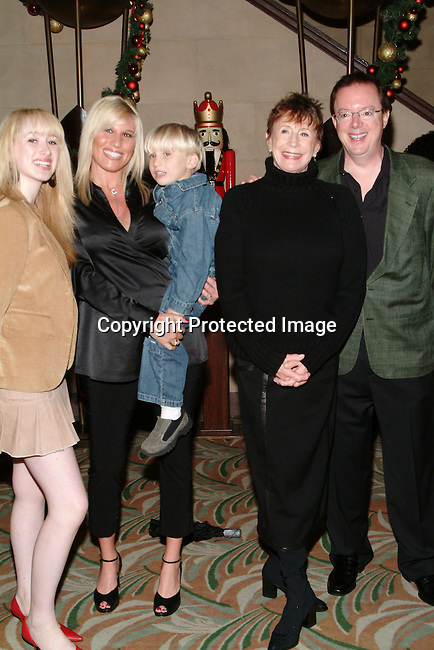 Stephanie Sawyer, Courtney Smith &amp; son, Elmarie Wendel, John Vance<br />
