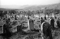 ROMANIA, Maramures, Ieud, July 2002..The jewish abandoned cemetery..ROUMANIE, Maramures, Ieud, Juillet 2002..Le cimetiere juif abandonné..© Bruno Cogez