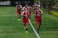 SÃO PAULO, SP, 16 DE SETEMBRO DE 2013 - TREINO SAO PAULO - Jogadores do São Paulo durante treino, no CT da Barra Funda, região oeste da capital, na tarde desta segunda feira, 16. FOTO: ALEXANDRE MOREIRA / BRAZIL PHOTO PRESS