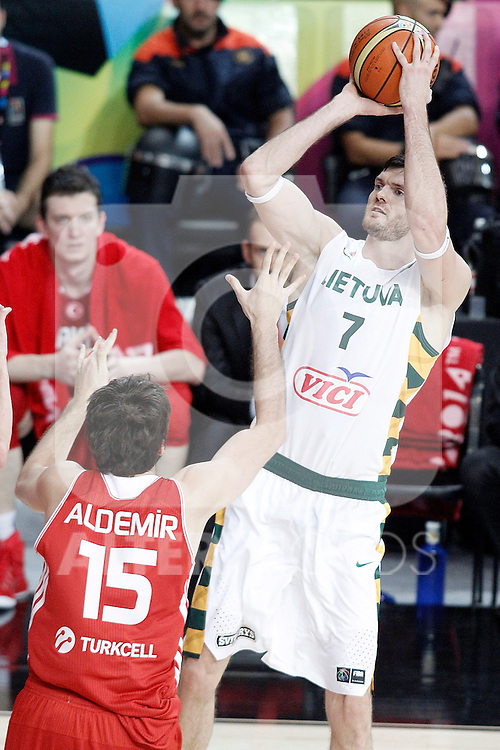 Lithuania's Darjus Lavrinovic (r) and Turkey's Furkan Aldemir during 2014 FIBA Basketball World Cup Quarter-Finals match.September 9,2014.(ALTERPHOTOS/Acero)