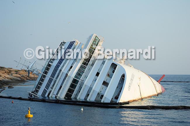 costa Concordia half sinked