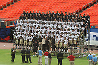 Mannschaftsfoto der New Orleans Saints<br /> Super Bowl XLIV Media Day, Sun Life Stadium *** Local Caption *** Foto ist honorarpflichtig! zzgl. gesetzl. MwSt. Auf Anfrage in hoeherer Qualitaet/Aufloesung. Belegexemplar an: Marc Schueler, Alte Weinstrasse 1, 61352 Bad Homburg, Tel. +49 (0) 151 11 65 49 88, www.gameday-mediaservices.de. Email: marc.schueler@gameday-mediaservices.de, Bankverbindung: Volksbank Bergstrasse, Kto.: 52137306, BLZ: 50890000