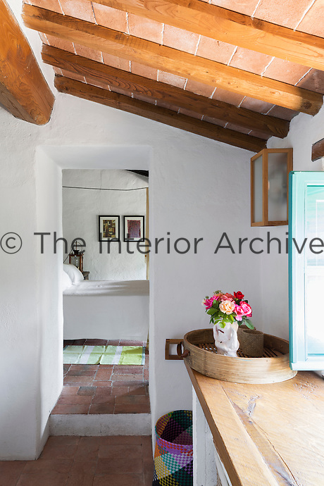 The interior of the house has a rustic simplicity. Traditional local materials were kept during the restoration, such as the terracotta tiles on the floor and ceilings and the original massive wooden beams.