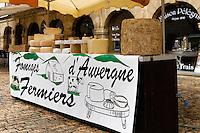 Une etalle de producteur de fromage d'Auvergne