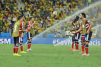 FORTALEZA - BRASIL -04-07-2014. Jugadores de Colombia (COL) calientan previo al partido de los cuartos de final con Brasil (BRA) por la Copa Mundial de la FIFA Brasil 2014 jugado en el estadio Castelao de Fortaleza./ Players of Colombia (COL) warm up prior the match of the Quarter Finals with Brazil (BRA) for the 2014 FIFA World Cup Brazil played at Castelao stadium in Fortaleza. Photo: VizzorImage / Alfredo Gutiérrez / Contribuidor