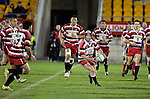 Blair Feneey passes to Niva Ta'auso. Counties Manukau Steelers vs Bay of Plenty Steamers warm up game played at Mt Smart Stadium on 14th of July 2006. Counties Manukau won 25 - 20.