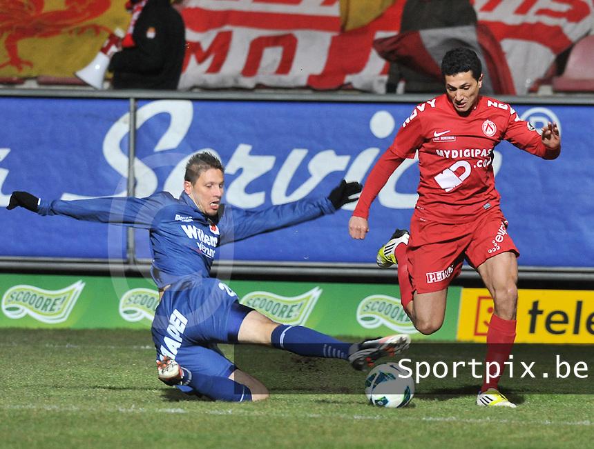 KV Kortrijk - RAEC Mons Bergen : tackle van Nicolas Timmermans voor Mustapha Oussalah.foto VDB / BART VANDENBROUCKE