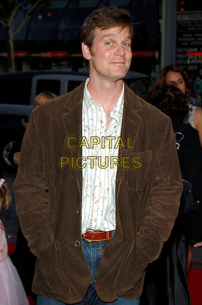 "PETER KRAUSE.HBO presents the Fifth Season Premiere of ""Six Feet Under"" at Grauman's Chinese Theatre, Hollywood, .California, USA, May 17th 2005..half length.Ref: ADM.www.capitalpictures.com.sales@capitalpictures.com.©J.Wong/AdMedia/Capital Pictures."