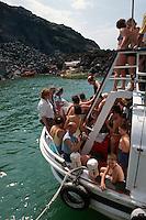 Heiße Quelle bei der Vulkaninsel Palea Kameni bei Santorin (Santorini), Griechenland, Europa