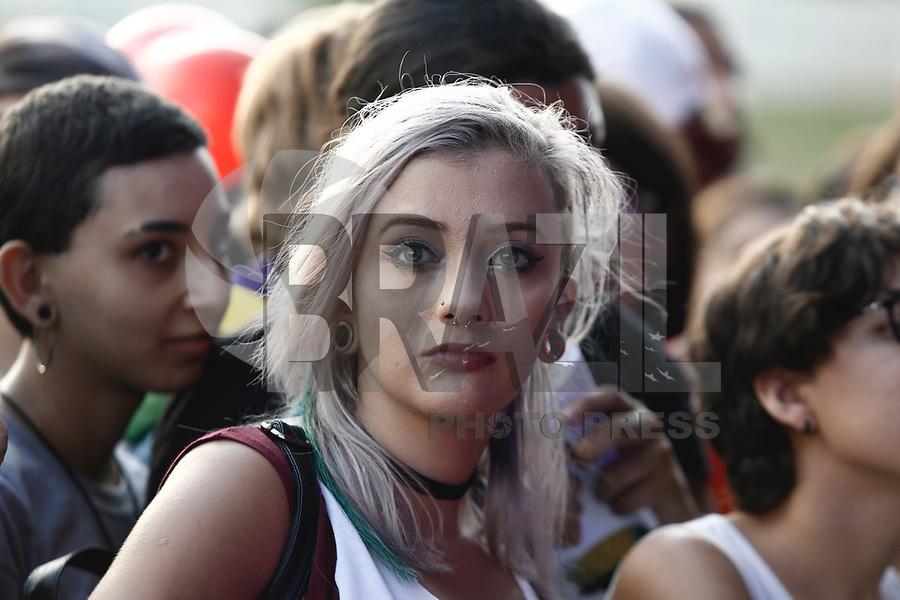 SÃO PAULO,SP, 25.03.2017 - LOLLAPALOOZA-SP - Movimentacão durante apresentação no primeiro dia do festival Lollapalooza no autódromo de Interlagos, neste sábado, 25. (Foto: Adriana Spaca/Brazil Photo Press)
