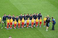 FUSSBALL  EUROPAMEISTERSCHAFT 2012   VORRUNDE Spanien - Italien            10.06.2012 Die italienische Mannschaft nimmt im Fokus eines Kamerateams Aufstellung