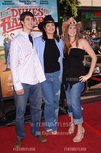 Actress LYNDA CARTER & children at the Los Angeles premiere of her new movie The Dukes of Hazzard..July 28, 2005 Los Angeles, CA.© 2005 Paul Smith / Featureflash