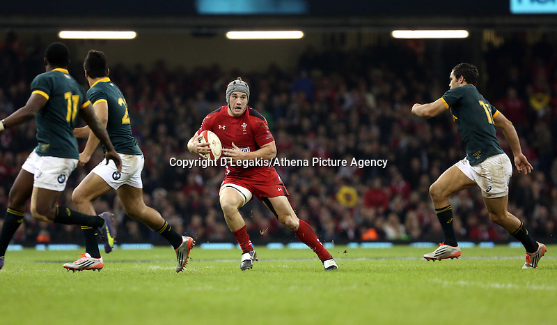 Pictured: Jonathan Davies of Wales (with ball) Saturday 29 November 2014<br /> Re: Dove Men Series 2014 rugby, Wales v South Africa at the Millennium Stadium, Cardiff, south Wales, UK.