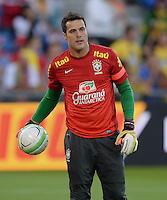 FUSSBALL  INTERNATIONAL  Testspiel Schweiz - Brasilien    14.08.2013 Torwar Julio Cesar (Brasilien) mit Ball