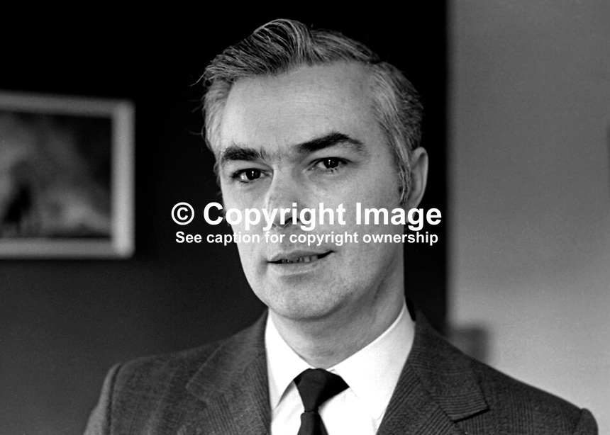 Rev Martin Smyth, Ulster Unionist, candidate, South Belfast, N Ireland Constitutional Convention Election, 1st May 1975. 197503000209<br />