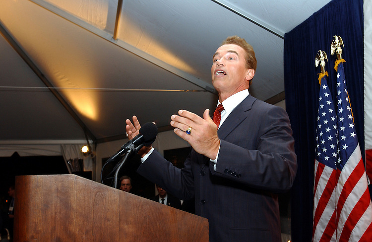 Governor-Elect Arnold Schwarzenegger thanks David Dreier and his California colleagues for hosting a reception to welcome the new Governor to Washington D.C..