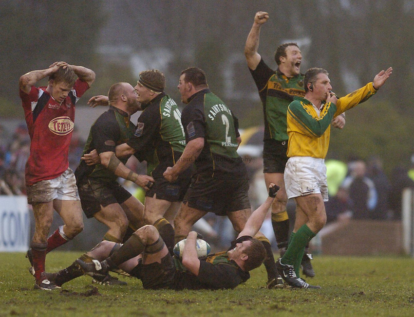 Photo: Alan Crowhurst. Llanelli Scarlets v Northampton Saints, Heineken Cup, 09/01/2005. A delighted Northampton team celebrate victory at the final whistle..