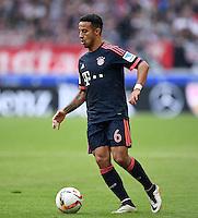 Fussball  1. Bundesliga  Saison 2015/2016  29. Spieltag  VfB Stuttgart  - FC Bayern Muenchen    09.04.2016 Thiago Alcantara (FC Bayern Muenchen) mit Ball