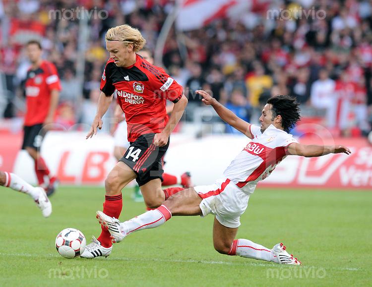 FUSSBALL 1. BUNDESLIGA SAISON 2008/2009 2. SPIELTAG VfB Stuttgart  - Bayer 04 Leverkusen                         23.08.2008 Yildiray Bastuerk (re)  gegen Sascha Dum (li, Leverkusen)