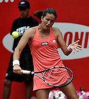 BOGOTA - COLOMBIA - FEBRERO 21: Lara Arruabarrena de España, devuelve la bola a Flavia Penneta de Italia, durante partido por la Copa de Tenis WTA Bogotá, febrero 19 de 2013. (Foto: VizzorImage / Luis Ramírez / Staff). Lara Arruabarrena de España,  returns the ball to Flavia Penneta from Italy during a match for the WTA Bogota Tennis Cup, on February 21, 2013, in Bogota, Colombia. (Photo: VizzorImage / Luis Ramirez / Staff) .