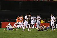 ATENÇÃO EDITOR: FOTO EMBARGADA PARA VEÍCULOS INTERNACIONAIS SÃO PAULO,SP,28 NOVEMBRO 2012 - COPA SULAMERICANA - SÃO PAULO (BRA) x UNIVERSIDAD CATÓLICA (CHI) - jogadores do São Paulo comemoram classificação  apos  partida São Paulo x Uniersidad Católica  válido pelas semi final  da copa sulameircana no Estádio Cicero Pompeu de Toledo  (Morumbi), na região sul da capital paulista na noite quarta feira (28).(FOTO: ALE VIANNA -BRAZIL PHOTO PRESS).