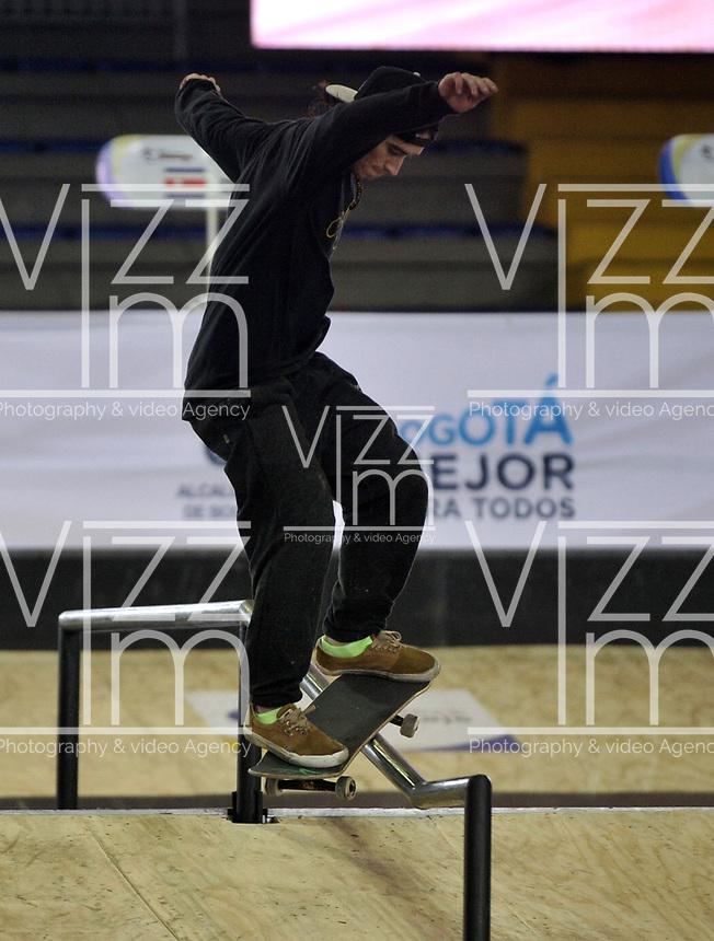 BOGOTA - COLOMBIA - 12 - 08 - 2017: Juan Pablo Velez, Skater, de Colombia, durante competencia en el Primer Campeonato Panamericano de Skateboarding, que se realiza en el Palacio de los Deportes en la Ciudad de Bogota. / Juan Pablo Velez, Skater, from Colombia, during a competitions in the First Pan American Championship of Skateboarding, that takes place in the Palace of Sports in the City of Bogota. Photo: VizzorImage / Luis Ramirez / Staff.