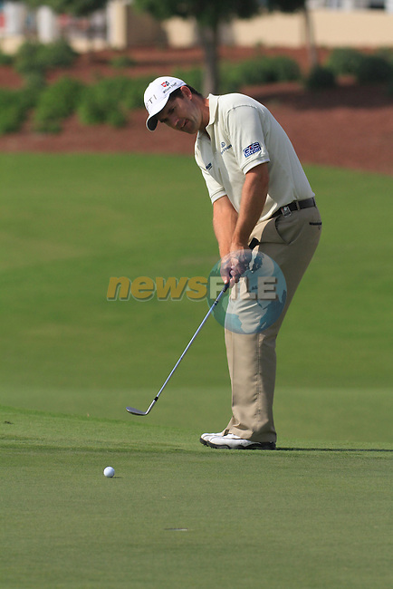 Dubai World Championship Golf. Earth Course,.Jumeirah Golf Estate, Dubai, U.A.E...Padraig Harrington lines up his putt on the 5th during the second round of the Dubai World Golf championship..Photo: Fran Caffrey/www.golffile.ie...