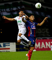 MANIZALES-COLOMBIA, 29-10-2019: David Gómez de Once Caldas y Ricardo Márquez de Unión Magdalena disputan el balón, durante partido de la fecha 20 entre Once Caldas y Unión Magdalena, por la Liga de Águila II 2019 en el estadio Palogrande en la ciudad de Manizales. / David Gomez of Once Caldas and Ricardo Márquez of Union Magdalena figth for the ball, during a match of the 20th date between Once Caldas and Union Magdalena, for the Aguila Leguaje II 2019 at the Palogrande stadium in Manizales city. Photo: VizzorImage  / Santiago Osorio / Cont.