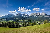 Austria, Tyrol, Reith near Kitzbuhel, above Going: panoramic view at Wilder Kaiser mountains | Oesterreich, Tirol, Reith bei Kitzbuehel, oberhalb von Going: Panoramablick auf das Wilder Kaiser Gebirge