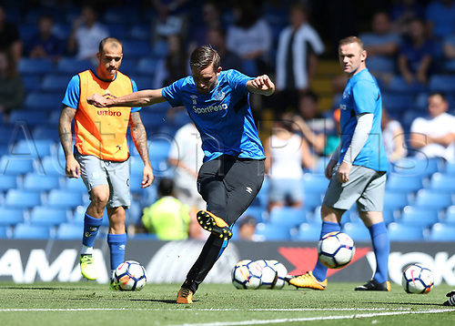 27th August 2017, Stamford Bridge, London, England; EPL Premier League football, Chelsea versus Everton; Gylfi Sigurosson of Everton during shooting practise before kick off