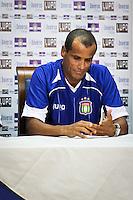 SÃO CAETANO,SP,22 JANEIRO 2013 APRESENTAÇÃO RIVALDO SÃO CAETANO - O jogador Rivaldo é apresentado pela diretoria do São Caetano nesta terça-feira (21), como novo reforço para a temporada 2013.FOTO ALE vIANNA - BRAZIL PHOTO PRESS