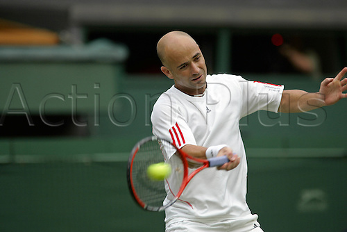 27 June 2006: American player Andre Agassi plays a forehand during his first round men's singles match against Pashanski on the second day at the All England Lawn Tennis Championships, Wimbledon, London. Agassi won 2-6 6-2 6-4 6-3 Photo: Glyn Kirk/Actionplus...060627 man men