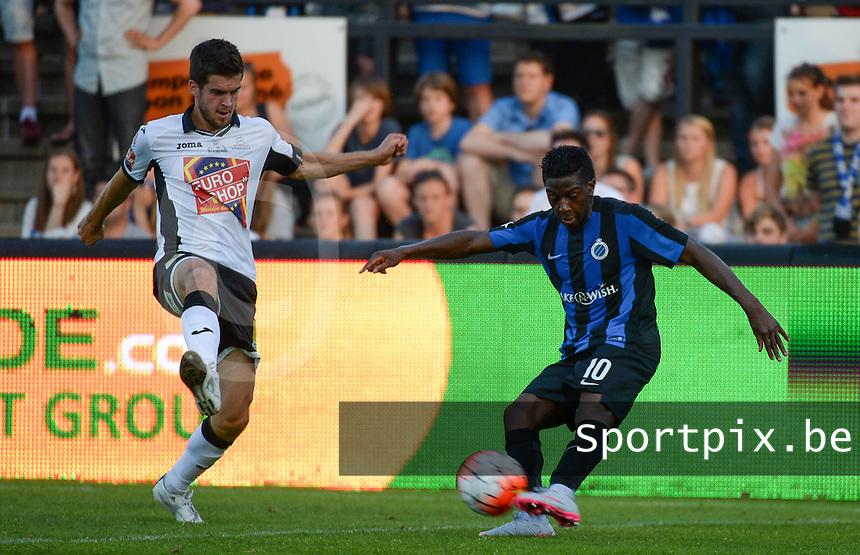 KSV Roeselare - Club Brugge KV : Abdoulay Diaby (r) aan de bal voor Jeroen Vanthournout (links) <br /> foto VDB / BART VANDENBROUCKE