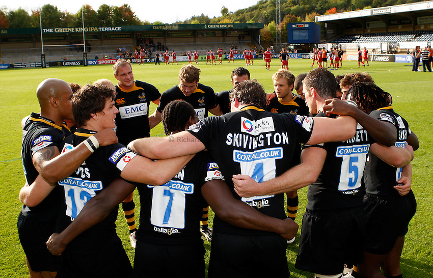 Photo: Richard Lane/Richard Lane Photography.London Wasps v Worcester Warriors. Guinness Premiership. 20/09/2009. Wasps victory huddle.