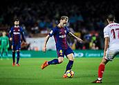 4th November 2017, Camp Nou, Barcelona, Spain; La Liga football, Barcelona versus Sevilla; Ivan Rakitic passes the ball forward