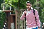 19.06.2020, Trainingsgelaende am wohninvest WESERSTADION,, Bremen, GER, 1.FBL, Werder Bremen Training, Ankunft der Spieler am Freitag morgen am wohninvest Weserstation mit Koffer für das Auswaertsspiel in Mainz im Bild<br /> <br /> Claudio Pizarro (Werder Bremen #14) wie immer mit einem laecheln im Gesicht und den Kaffeebecher in der Hand<br /> <br /> Foto © nordphoto / Kokenge