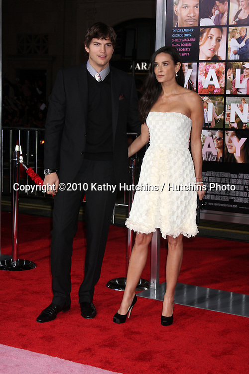 Ashton Kutcher & Demi Moore.arrivng at the Valentine's Day World Premiere.Grauman's Chinese Theater.Los Angeles, CA.February 8, 2010.©2010 Kathy Hutchins / Hutchins Photo....