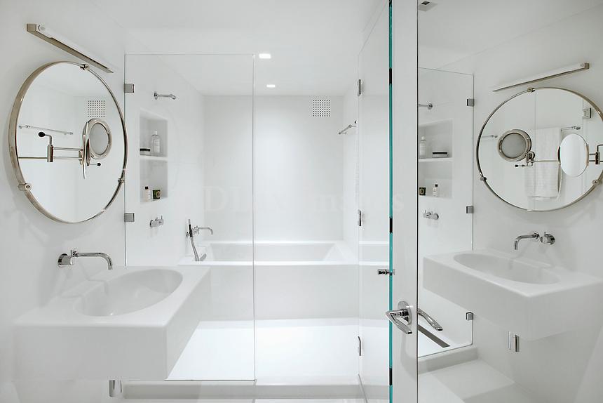 white bathroom sinks