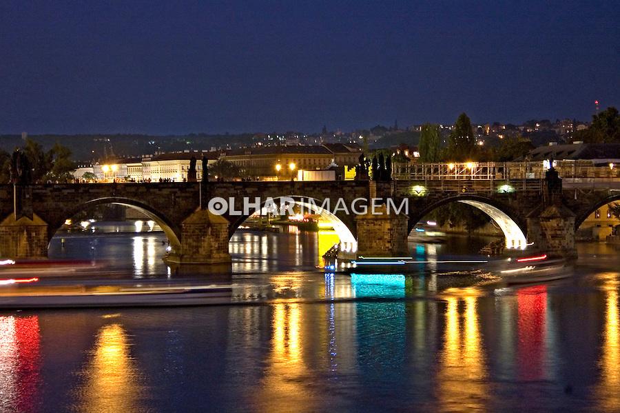 Ponte Carlos e Rio Moldava em Praga. Republica Tcheca. 2008. Foto de Cris Berger.