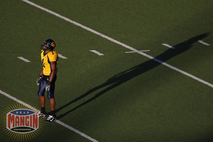 BERKELEY, CA - University of California receiver DeSean Jackson gets ready to field a punt during a game against Tennessee at Memorial Stadium in Berkeley, California on September 1, 2007. Photo by Brad Mangin
