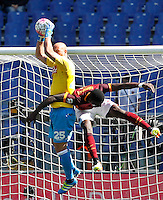 Calcio, Serie A: Roma vs Napoli. Roma, stadio Olimpico, 25 aprile 2016.<br /> Napoli&rsquo;s goalkeeper Pepe Reina, left, grabs the ball as he is challenged by Roma's Antonio Ruediger during the Italian Serie A football match between Roma and Napoli at Rome's Olympic stadium, 25 April 2016.<br /> UPDATE IMAGES PRESS/Riccardo De Luca