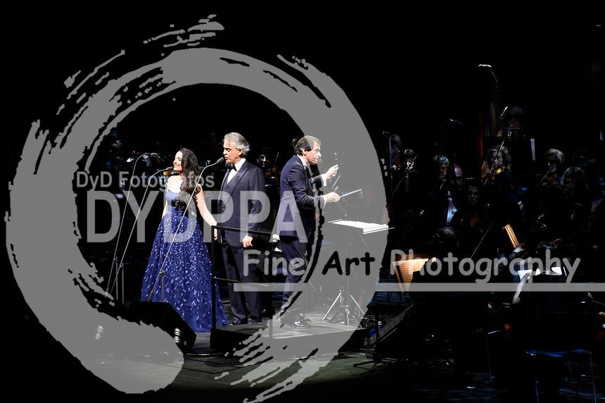 Maria Aleida Rodriguez und Andrea Bocelli bei einem exklusiven Konzert mit Orchester und dem Budapest Studio Choir in der Olympiahalle. München, 07.04.2018