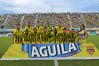 FLORIDABLANCA -COLOMBIA, 24-07-2013.  Jugadores de Alianza Petrolera posan para una foto previo al encuentro con Boyacá Chicó FC por la fecha 2 de la Liga Aguila II 2015 disputado en el estadio Daniel Villa Zapata de la ciudad de Barrancabermeja./ Players of Alianza Petrolera pose to a photo prior the match with Boyaca Chico FC second date of the Aguila League II 2015 played at Daniel Villa Zapata stadium in Floridablanca city Photo:VizzorImage / Jose Martinez / Cont