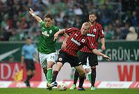 FUSSBALL   1. BUNDESLIGA   SAISON 2012/2013    33. SPIELTAG SV Werder Bremen - Eintracht Frankfurt                   11.05.2013 Nils Petersen (SV Werder Bremen) gegen Sebastian Rode (re, Eintracht Frankfurt)