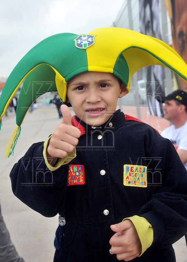SAO PAULO - BRASIL -10-06-2014. Un niño seguidor de la selección de fútbol de Brasil viven una fiesta previo al partido inaugural frente a Croacia en el estadio Arena de Sao Paulo de la Copa Mundial de la FIFA Brasil 2014./ A boy fan  of Brazil National Soccer Team live a party, today 11 of June 2014, prior their inaugural match against Croatia at Arena Corinthians stadium the next Thursday 12 of June in the 2014 FIFA World Cup Brazil. Photo: VizzorImage / Alfredo Gutiérrez / Cont